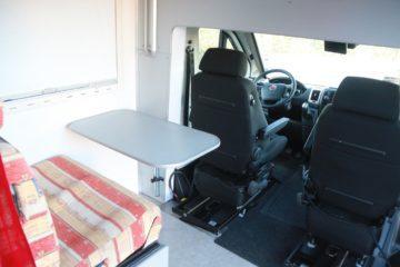 Hoddicé camping-car PMR TPMR aménagé FIAT Ducato banquette table