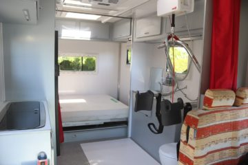 Hoddicé camping-car PMR TPMR aménagé FIAT Ducato intérieur rail de transfert
